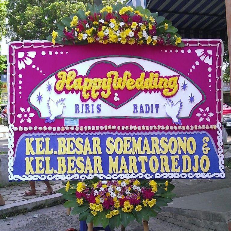gambar bunga papan happy wedding karanganyar di toko bunga solo kra hw04