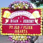 bunga papan happy wedding di toko bunga sukoharjo SKO HW01