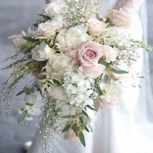 Buket Bunga Mawar Model Cascade